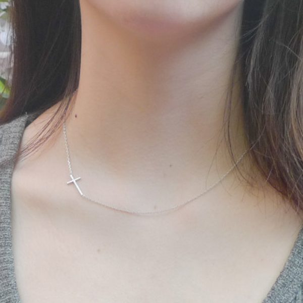 Dámský náhrdelník – křížek