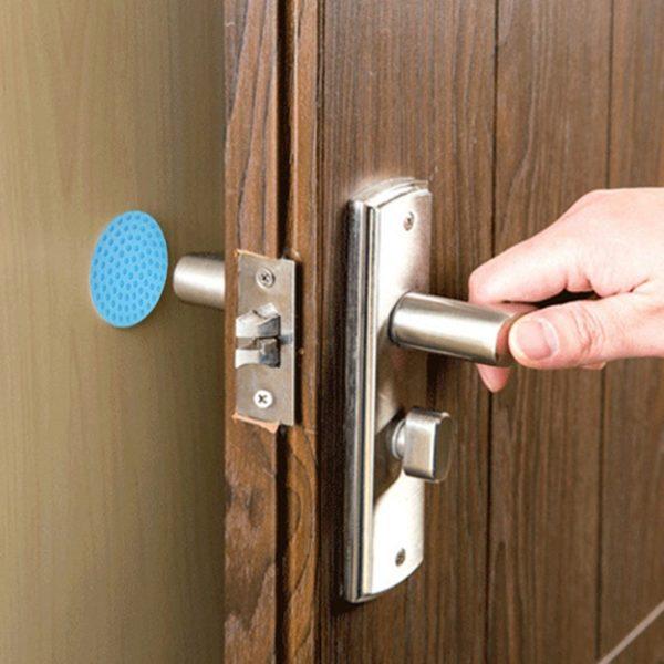Praktické gumové zarážky na dveře