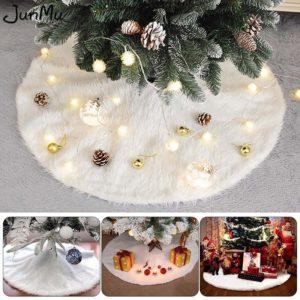 Bílá vánoční sukně pod vánoční stromeček