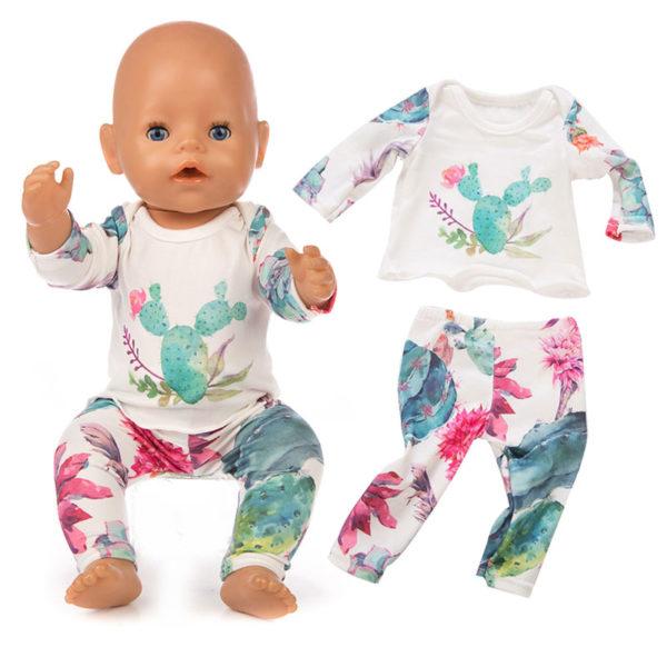 Krásná souprava oblečení na panenku