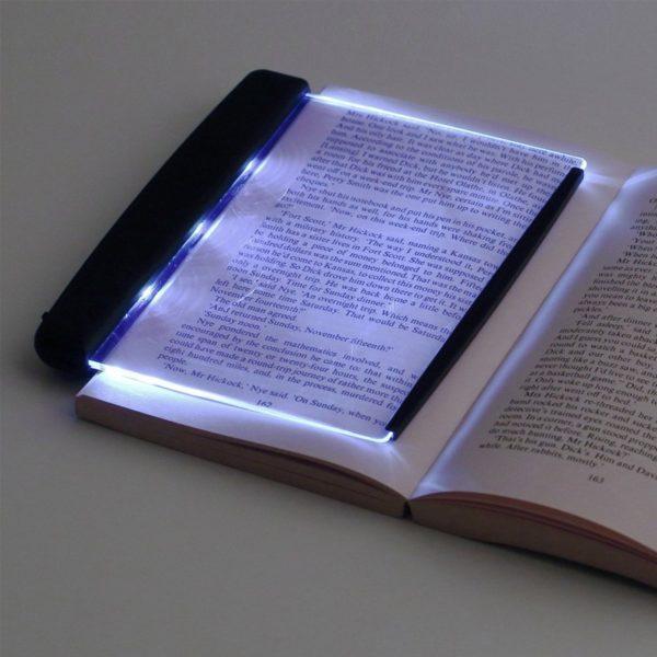 LED světlo na čtení knihy