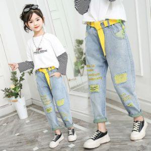 Dívčí volné džíny s nápisy a smajlíky