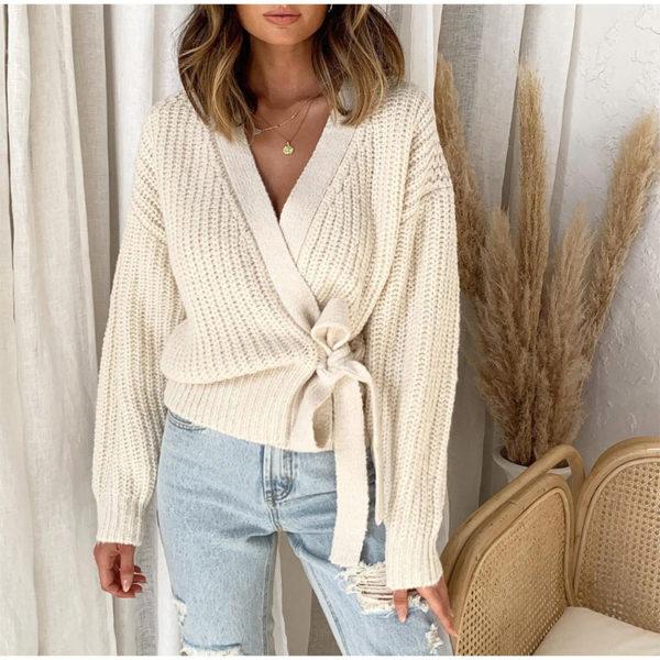 Dámský stylový svetr s moderním střihem