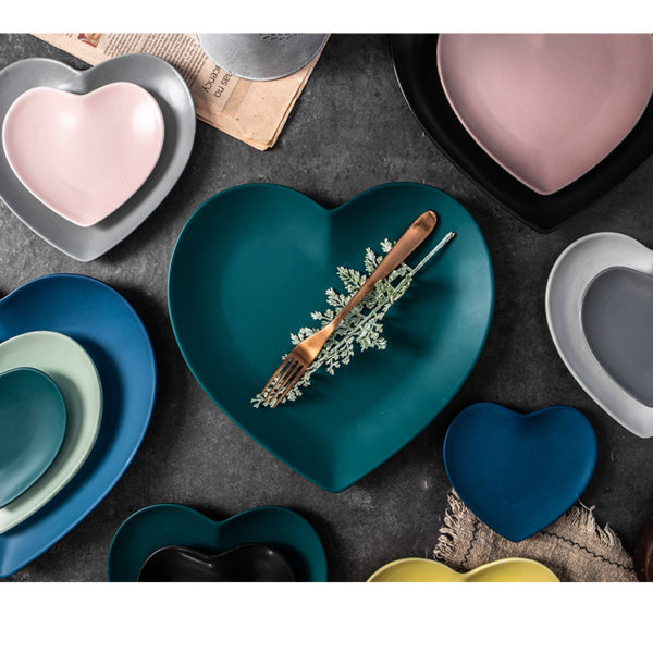 Keramické talíře ve tvaru srdce