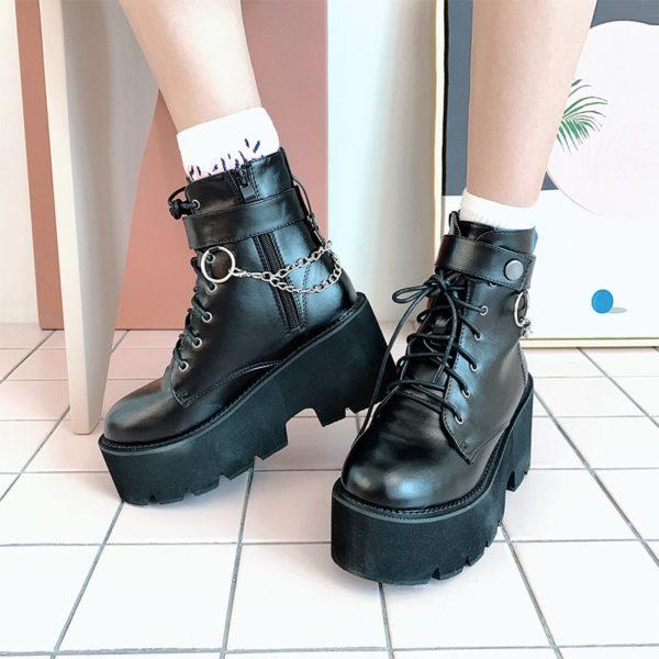 Punkové boty na platformě