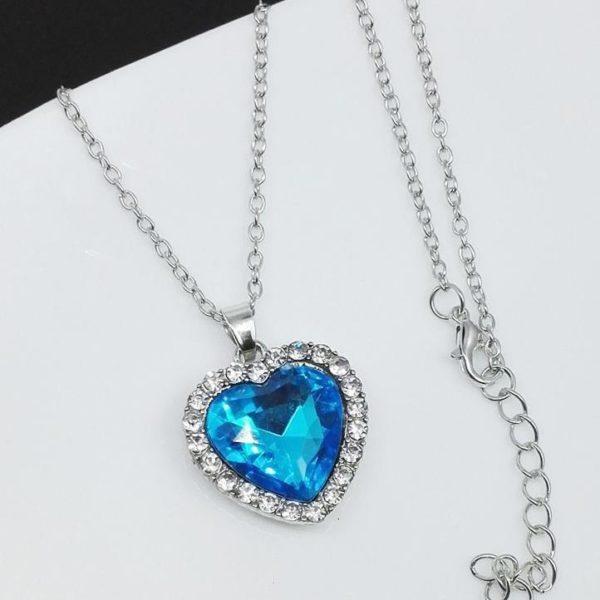 Dámský náhrdelník s originálním přívěskem ve tvaru srdce