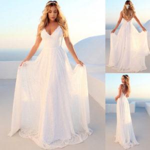 Krásné bílé krajkové svatební šaty s hlubokým výstřihem