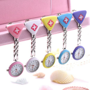 Závěsné hodinky pro zdravotní sestry