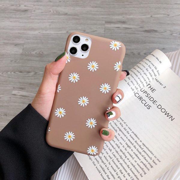 Dívčí obal na IPhone se sedmikráskami