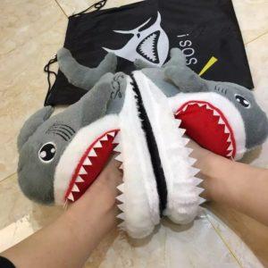 Legrační plyšové žraločí bačkory