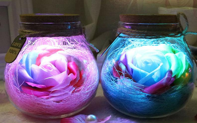 Romantická valentýnská LED dekorace - svítící růže v dóze