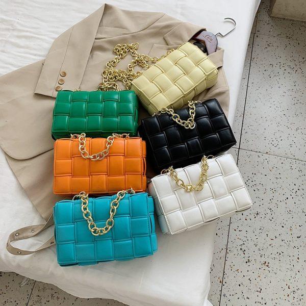 Módní dámská kabelka z kvalitní kůže a zlatým řetízkem