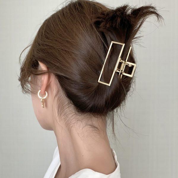 Minimalistický geometrický zlatý skřipec do vlasů