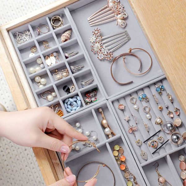 Praktický organizér na dámské šperky