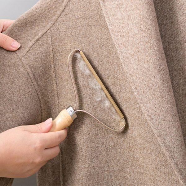 Přenosný odstraňovač chuchvalců z oblečení