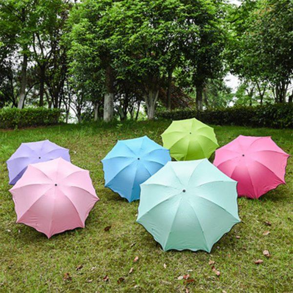 Barevné voděodolné deštníky