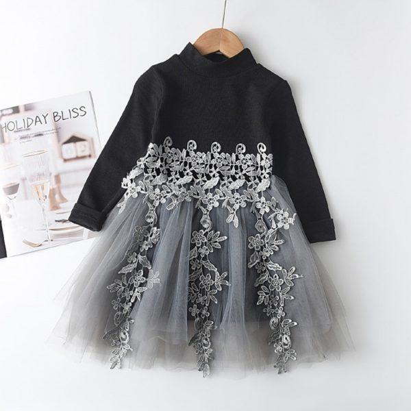Nádherné dívčí šaty s roláčkem