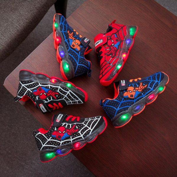 Dětské sportovní svítící tenisky s motivem oblíbeného superhrdiny