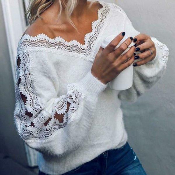 Bílý dámský svetr s krajkou na ramenou