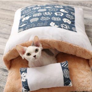 Kočičí uzavíratelný pelíšek