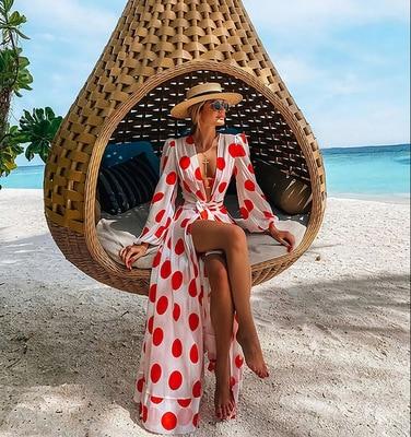 Dlouhý dámský přehoz přes plavky s červenými puntíky Sara