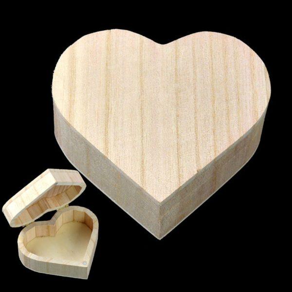 Dřevěná krabička ve tvaru srdce