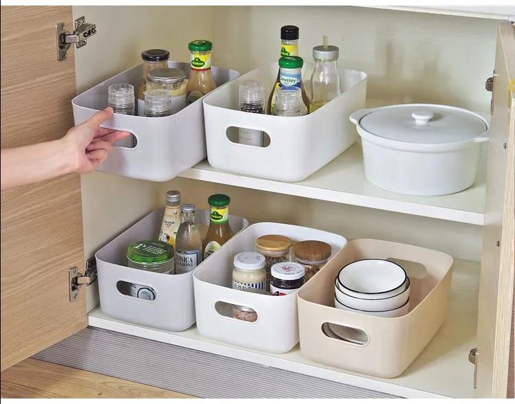 Plastové úložné organizéry do kuchyně
