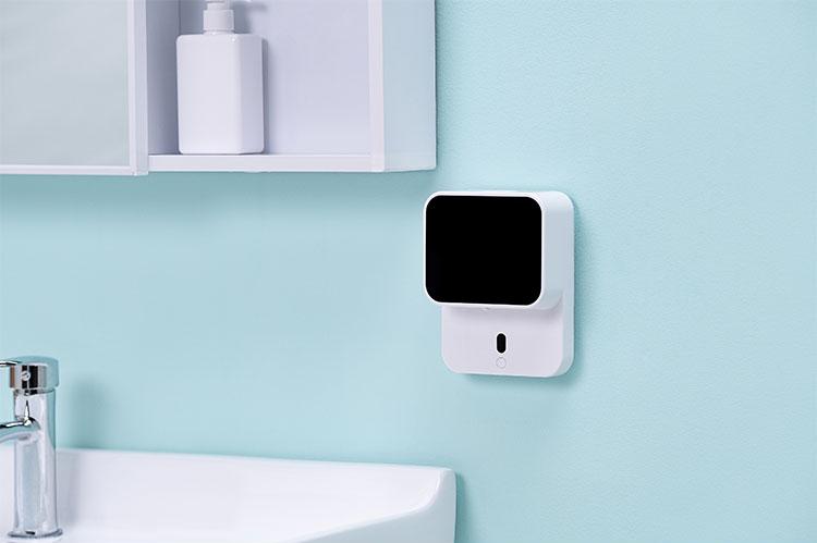 Automatický indukční dávkovač pěnového mýdla