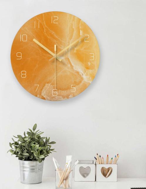 Kreativní kulaté nástěnné hodiny v originálním designu
