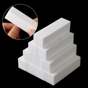 Bílé čtyřhranné pilníky na nehty