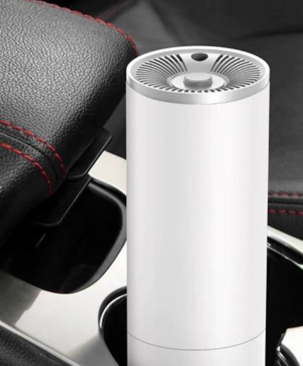 Výkonný dobíjecí ruční mini vysavač do auta