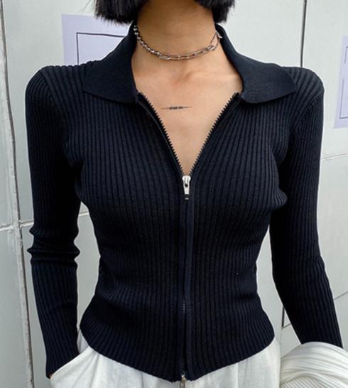 Dámský krátký módní svetr na tělo