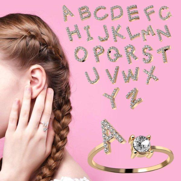 Prsten s třpytivou iniciálou