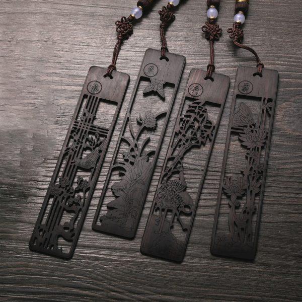 Zdobená záložka z ebenového dřeva
