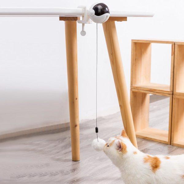 Zábavná elektrická automatická zvedací míčová hračka pro kočky