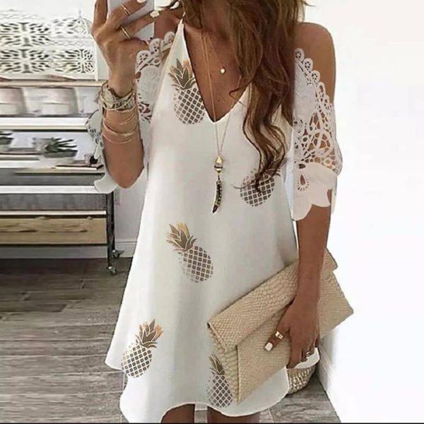 Elegantní krátké šaty s průstřihy na ramenou