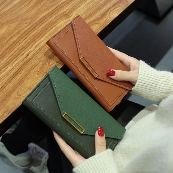 Krásná dámská elegantní peněženka