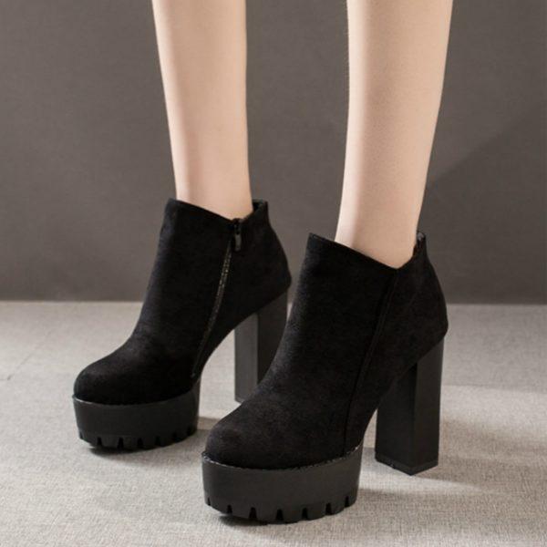 Dámské elegantní kotníkové boty na vysokém podpatku