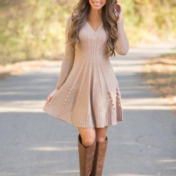 Krásné šaty s výstřihem do V Caroline