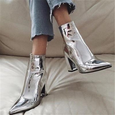 Dámské lesklé boty na podpatku