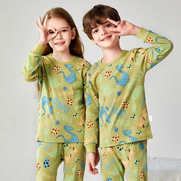 Dětské příjemné pyžamo s různými roztomilými potisky