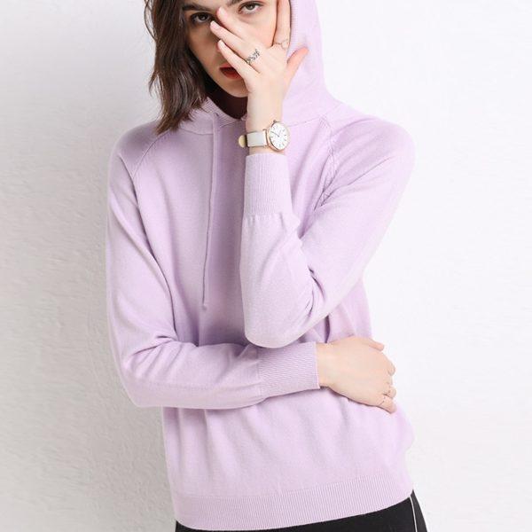 Dámský jednobarevný vlněný svetr s kapucí