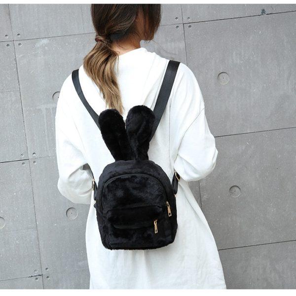 Rozkošný chlupatý batůžek s králičíma ouškama