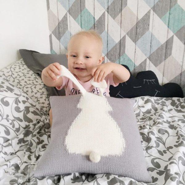 Dětský roztomilý pletený polštářek s králíčkem