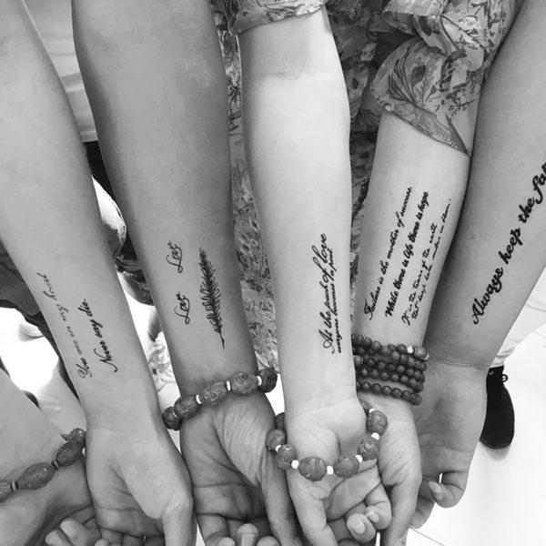 Jednoduché texty falešné tetování