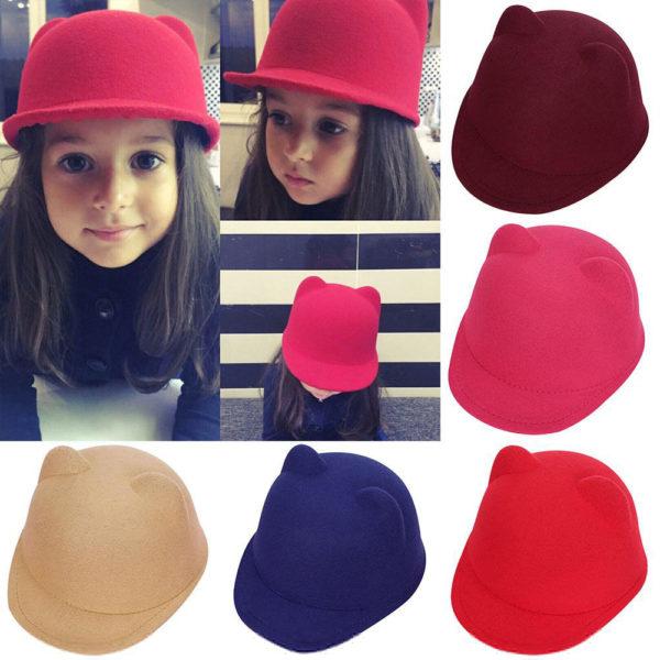 Dívčí jednobarevný klobouček s kšiltem a oušky