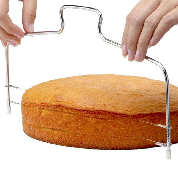 Nastavitelný kráječ na dorty