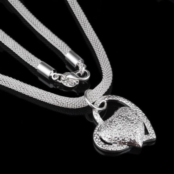 Postříbřený náhrdelník se srdcem pro ženy