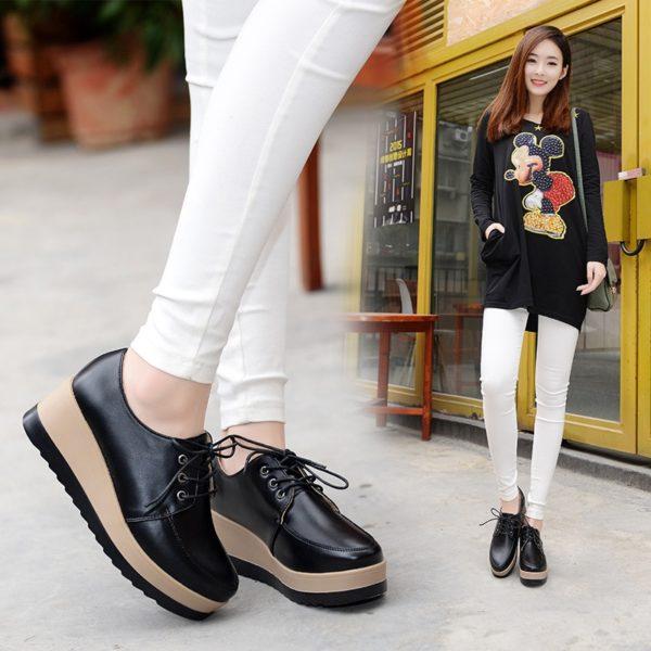 Krásné dámské boty na platformě