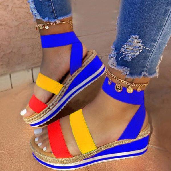 Dámské módní sandály na klínku